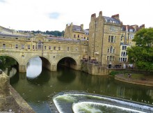 Bath, England Pulteney Bridge Photo by Jessie Bender of www.KnownToVenture.com