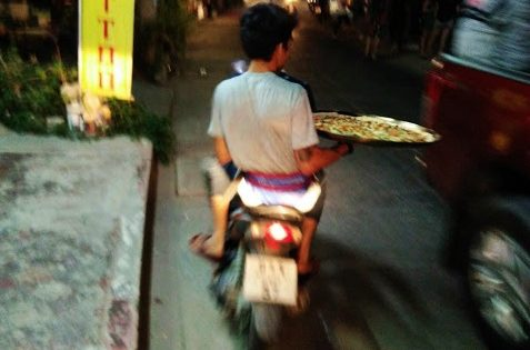 Pizza delivery on Ko Samet island in Thailand. www.knowntoventure.com