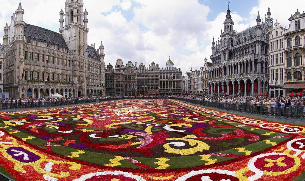 """Brussels floral carpet B"" by Wouter Hagens - Own work. Licensed under CC BY-SA 3.0 via Commons - https://commons.wikimedia.org/wiki/File:Brussels_floral_carpet_B.jpg#/media/File:Brussels_floral_carpet_B.jpg"