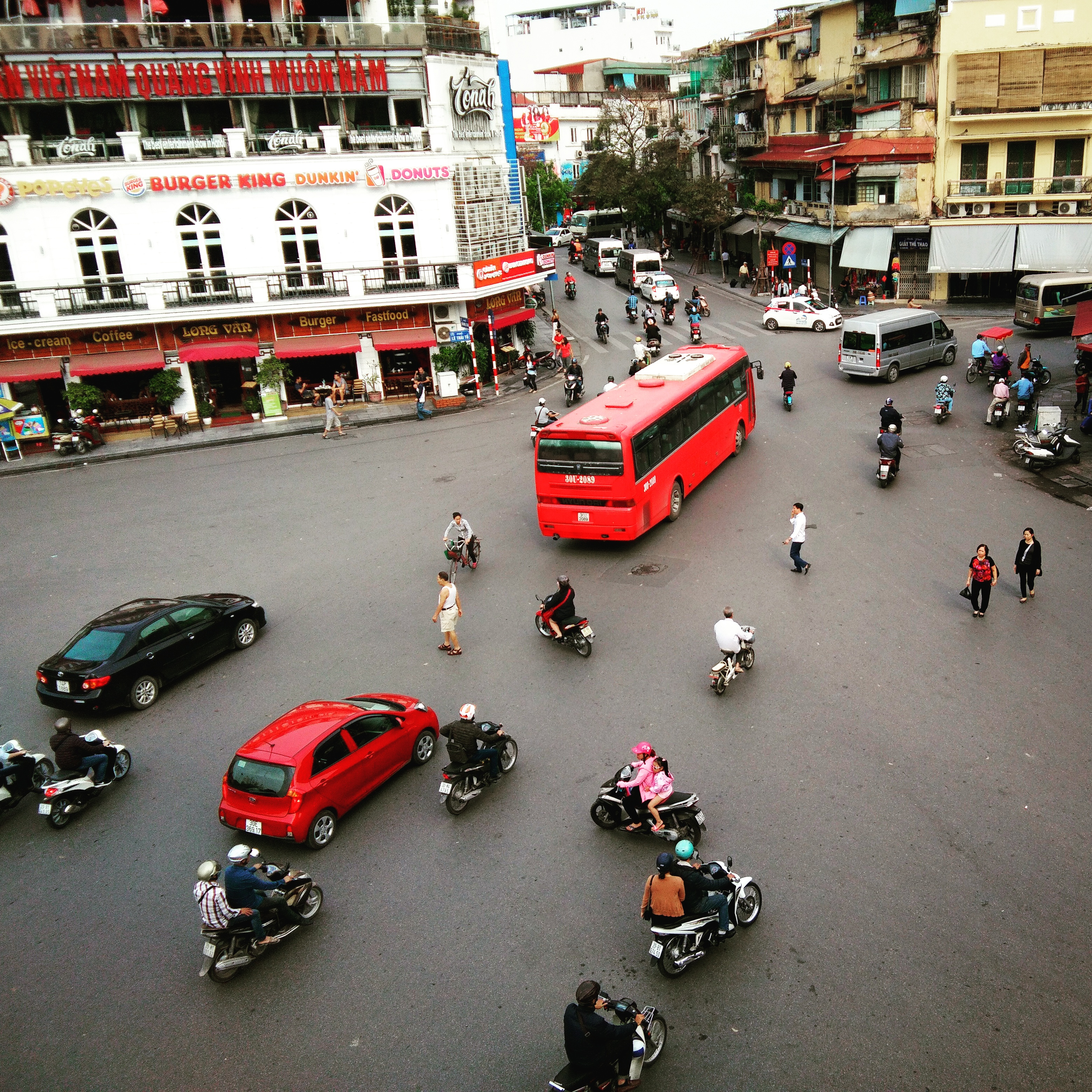 The organized chaos of Hanoi's streets Northern Vietnam www.knowntoventure.com