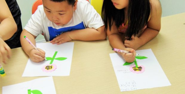 Learning about flowers in Kindergarten science class. www.knowntoventure.com
